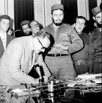 El Presidente Dr. Manuel Urrutia Lleó  junto al Jefe del Ejército Fidel Castro