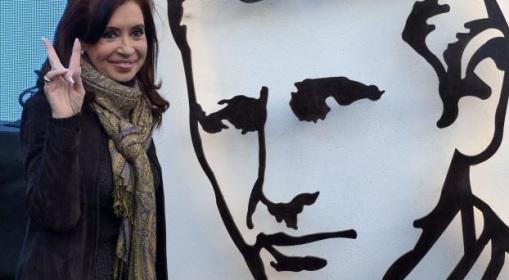 CFK inaugura un mural de Mugica en la 9 de Julio el 10 de Mayo de 2014.